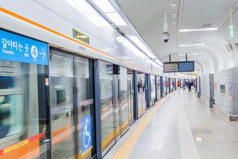 지하철 사진